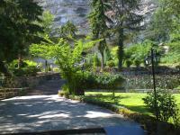 Паркът пред Аладжа манастир